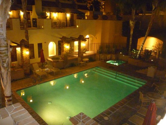 Andreas Hotel & Spa: Courtyard pool/spa at night