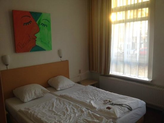 Mozart Hotel: First floor triple room (No.102)