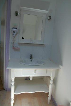Domaine des Célestins : salle de bain chambre hotes