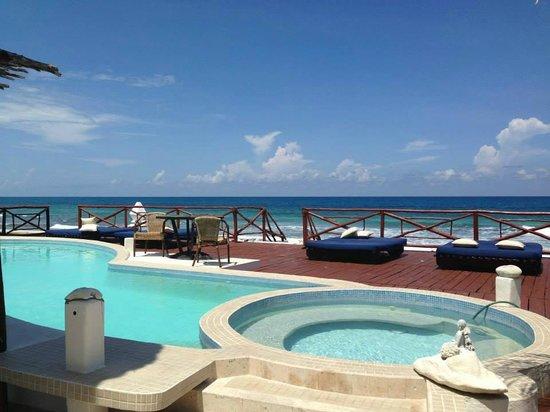 Casa Ixchel: Vista dalla piscina