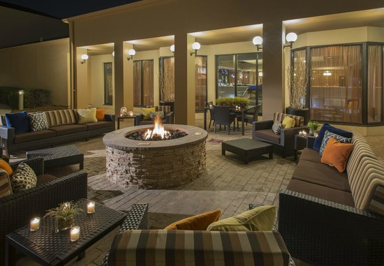 Courtyard Dallas Addison/Midway : Courtyard Fire-pit located off the lobby and pol