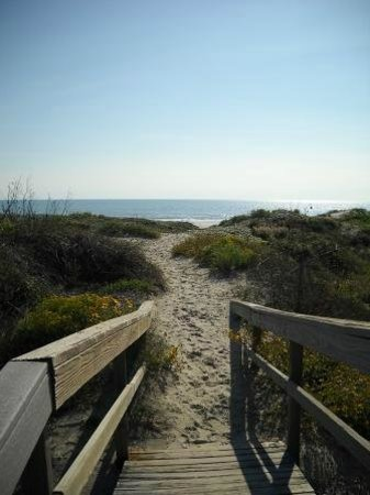 Executive Keys Condominiums on the Beach: Boardwalk to beach