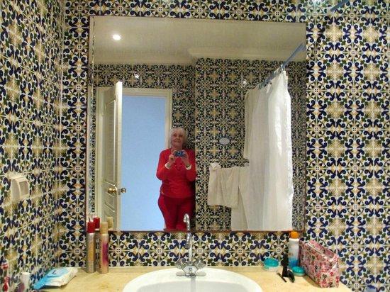 Homere Hotel : Bathroom