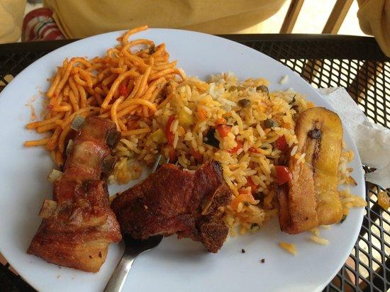 Central Park: Chuleta con arroz y pasta