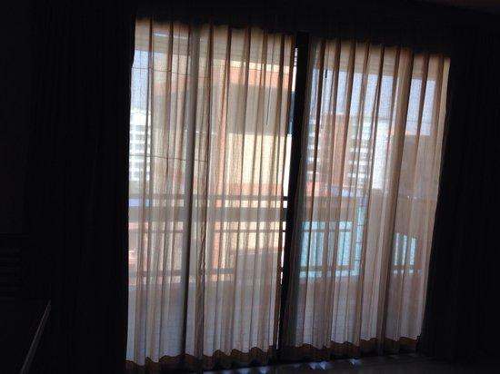 Pattaya Loft Hotel: turn off all of lights on the noon