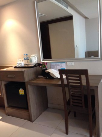 Pattaya Loft Hotel: twin room