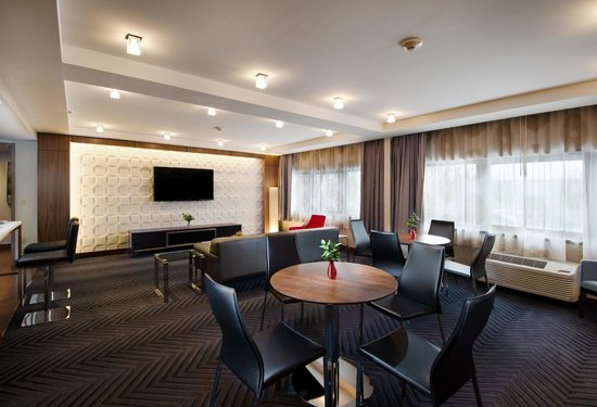 Crowne Plaza Princeton - Conference Center : Executive Lounge