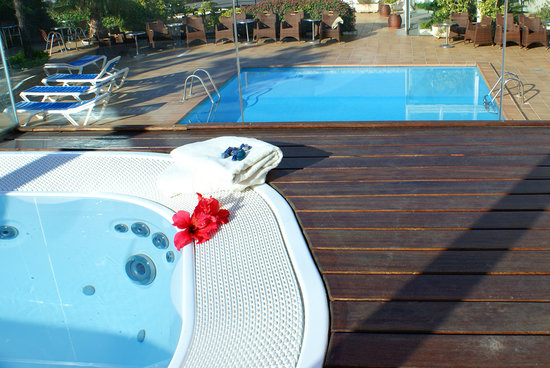 Hotel Don Angel: jacuzzi exterior