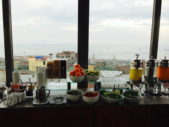 Hotel Arcadia Blue: Breakfast looking out on Marmara Sea