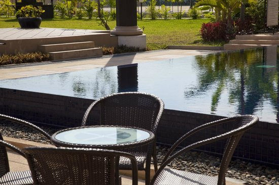 Angkor Miracle Resort & Spa: Pool area