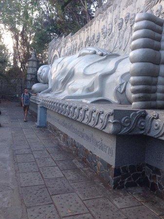 Long Son Pagoda : Спящий Будда