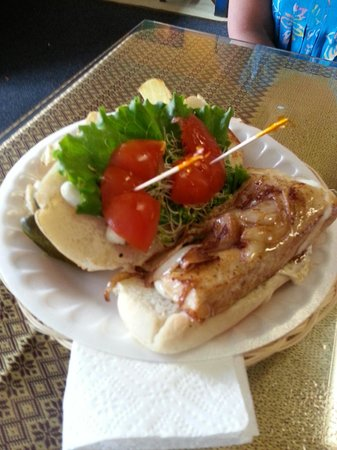 Woodshop Gallery Cafe: Mahi Mahi sandwich