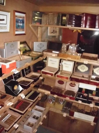 Antigua Tabaco Compania S.A.: Our Walk-in Humidor