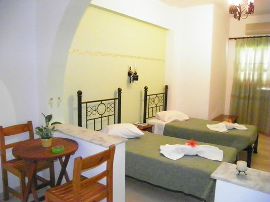 Mirsini Pension: Studio!