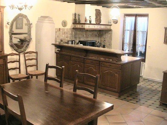 Chambres d'Hôtes du Lys: Kitchen at disposal/Cuisine à disposition