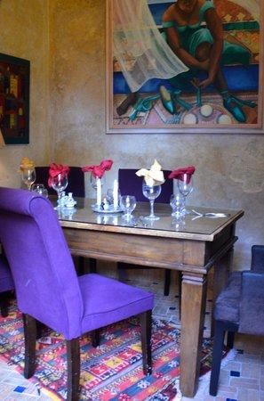 Caravane Cafe: Side Table