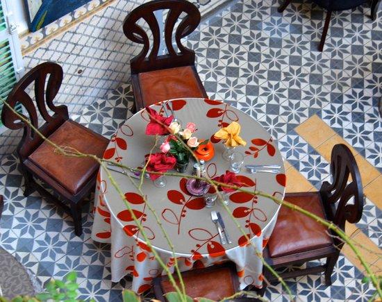 Caravane Cafe: Garden Table