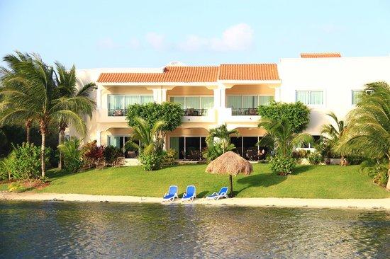 Aventuras Club Lagoon: Garden and lagoon Beach