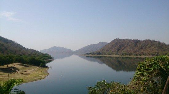 Jaisamand Island Resort: Lake from resort