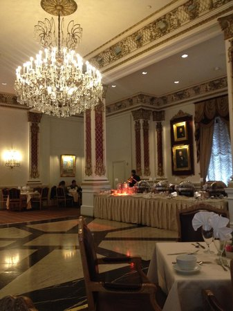 Le Pavillon Hotel: Breakfast room