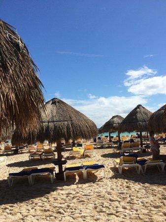 Iberostar Paraiso Maya: beach w/plenty of shade