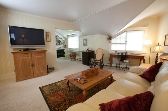 Red Crags Estates : The living area of the Bonnie Brae Room