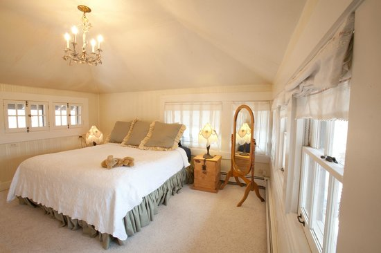 Red Crags Estates : The bedroom of the Bonnie Brae Room