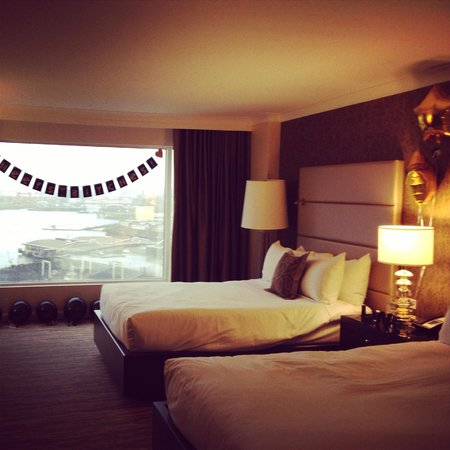 Fairmont Waterfront: Our beautiful oversized room!