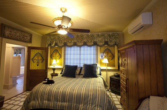 Red Crags Estates : The Fleur de Lis Room
