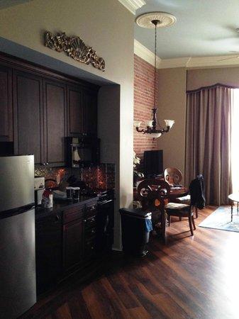 Wyndham La Belle Maison: Kitchen / dining area
