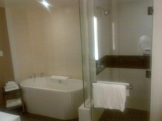 Vdara Hotel & Spa: Vdara Bathroom