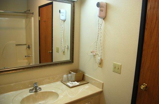 Sutton Inn: Bathroom