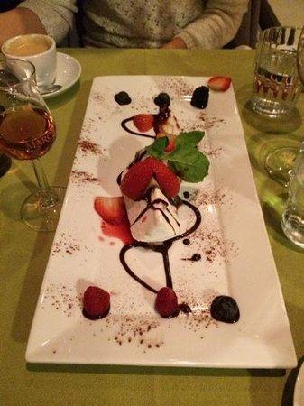 Ombra Ristorante Pizzeria: Kunstverk av en dessert