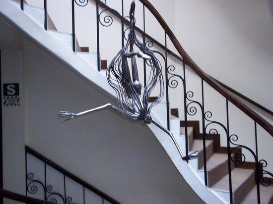 Encantada Casa Boutique Spa: décoration dans l'escalier