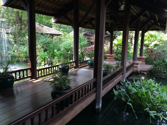 Angkor Village Resort : vers le bar et les restaurants