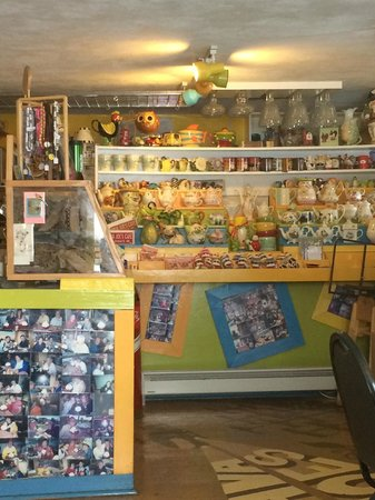 Java Joe's Cafe: Kitschy fun interior!  Loved all of the teapots!!