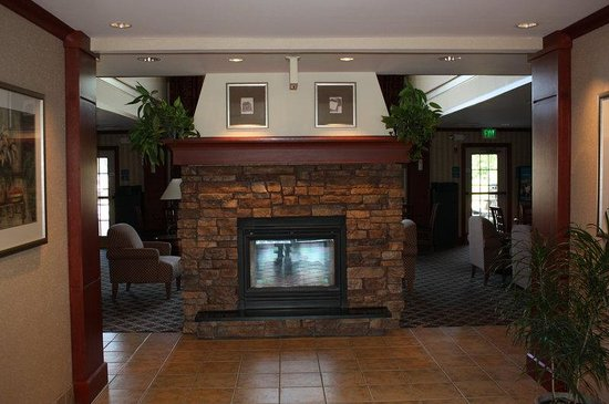 Staybridge Suites Grand Rapids/Kentwood: Lobby Fireplace