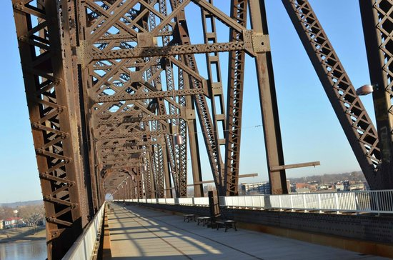 The Big Four Bridge : Lovely structure!
