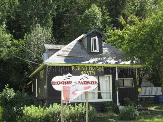 Kicking Horse Hostel: Auberge de jeunesse (vue extérieure)