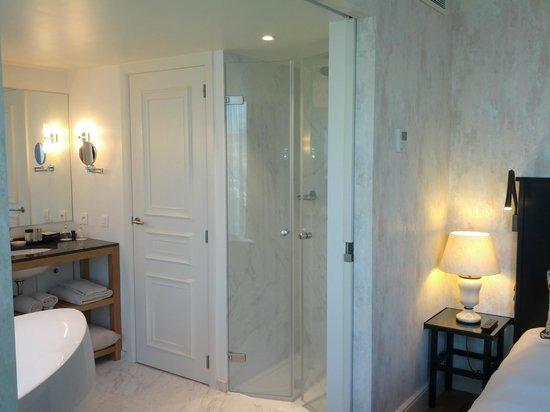 Sandton Grand Hotel Reylof: Bathroom: bath + shower