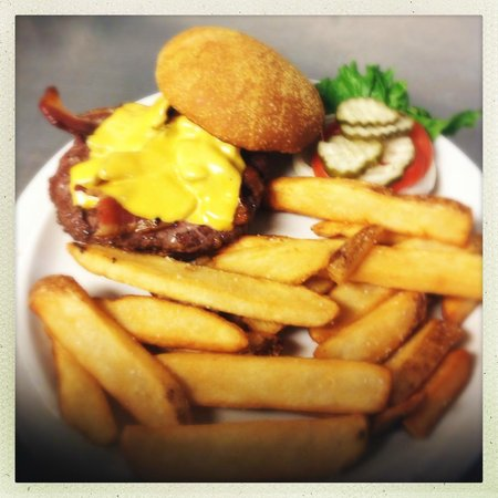 The Corral Bar & Steakhouse: Bacon Cheeseburger