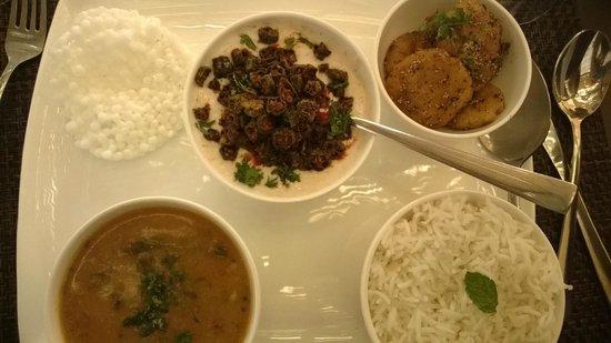 Cafe Lota: Kurkure bhindi and Sindhi platter