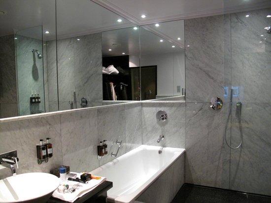 The May Fair Hotel: bathroom