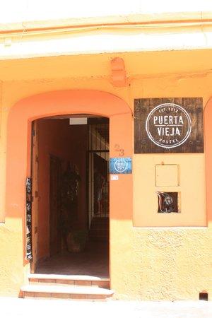 Puerta Vieja Hostel: entrada