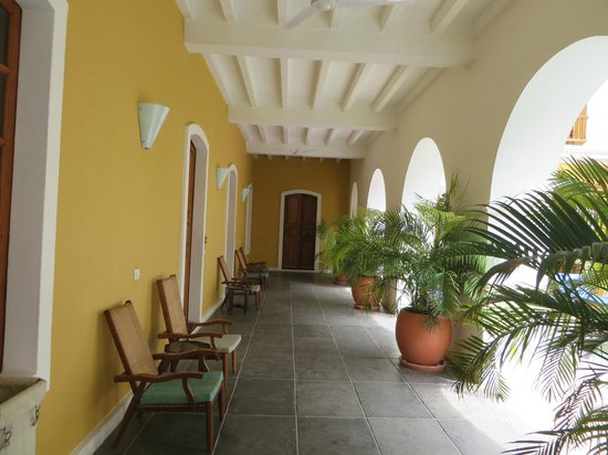 Palais de Mahe : Room opening onto pool area
