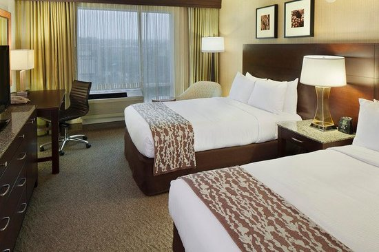 DoubleTree Club by Hilton Hotel Boston Bayside : Deluxe Double Guest Room