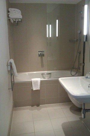 The Nadler Liverpool: bathroom