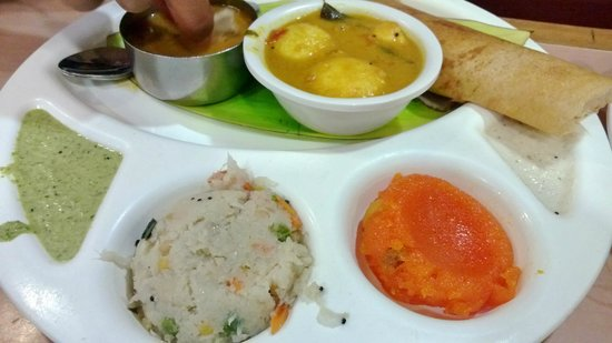 Saravana Bhavan: South Indian Platter