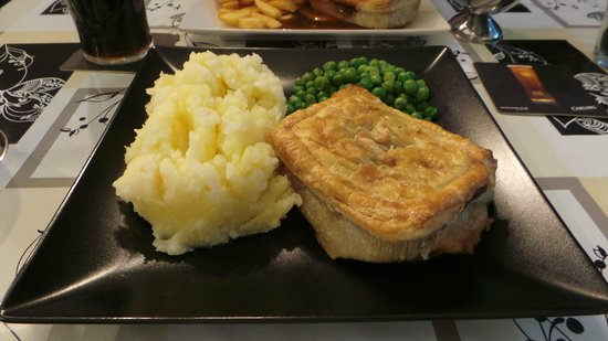 Prince of Wales Minced beef u0026 onion pie with mash u0026 peas. & Minced beef u0026 onion pie with mash u0026 peas. - Picture of Prince of ...