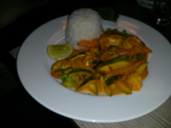305 Karafuu: Tiger prawn with curry and coconut.